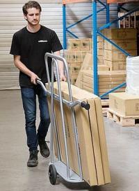 Hoe verbeteren de juiste transportwagens het werk in een magazijn?
